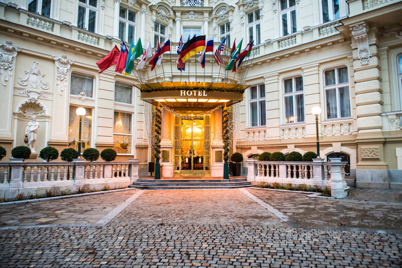 Lyxigt internationellt europeiskt hotell royaltyfria foton
