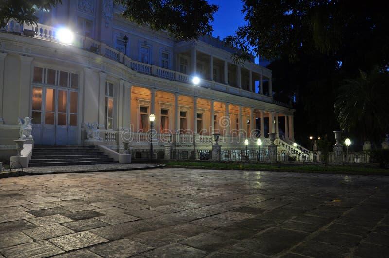 lyxigt modernt för hus royaltyfria foton