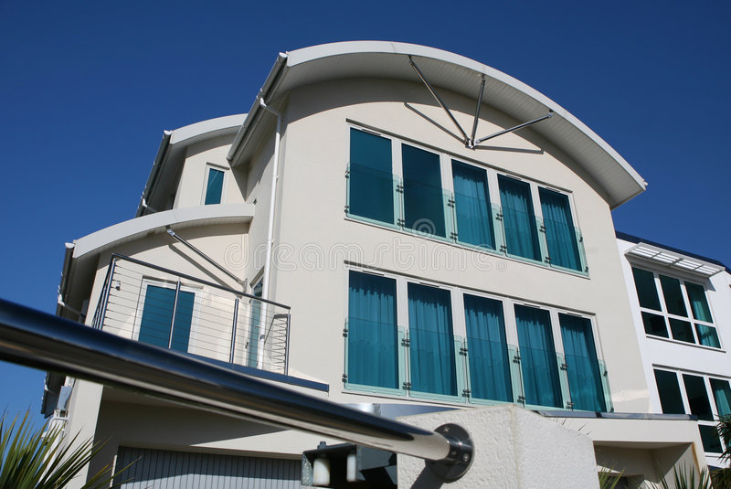 lyxigt modernt nytt för hus arkivbilder
