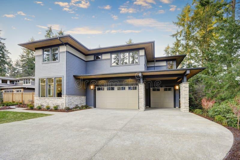 Lyxigt nybyggnadhem i Bellevue, WA royaltyfri bild