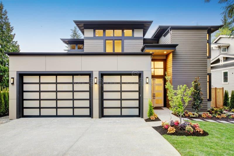 Lyxigt nybyggnadhem i Bellevue, WA royaltyfri foto