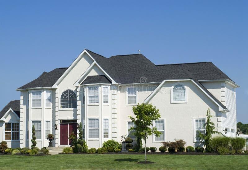 lyxigt nytt bostads för hus royaltyfri bild