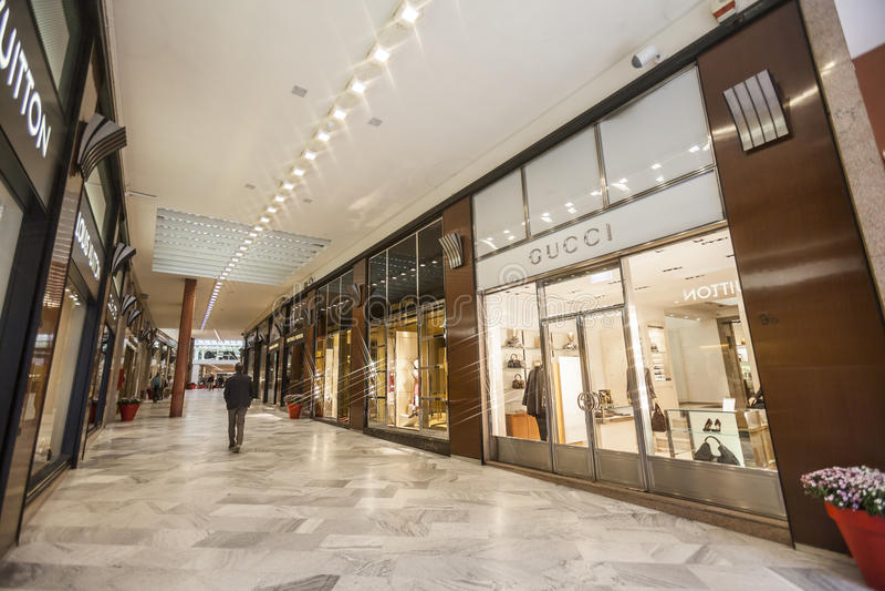 Download Lyxigt shoppinggalleri redaktionell arkivfoto. Bild av milan - 27286328