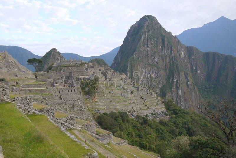 Mágica dos Incas Huayna Picchu visto de Machu Picchu fotos de stock royalty free