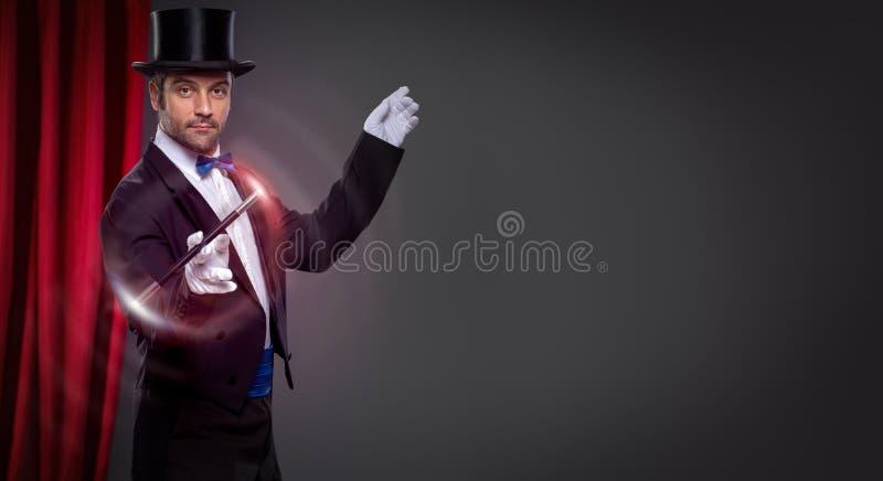 Mágico com varinha mágica imagem de stock