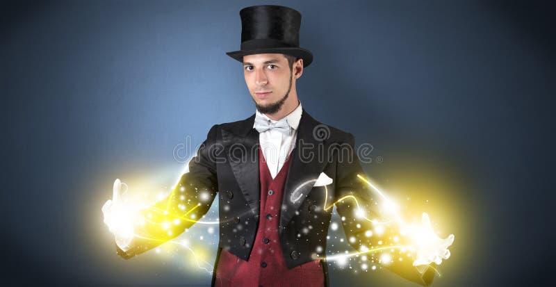 Mágico que guarda seu poder em sua mão imagens de stock