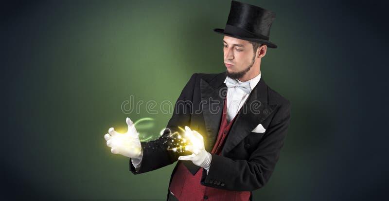 Mágico que guarda seu poder em sua mão fotografia de stock royalty free