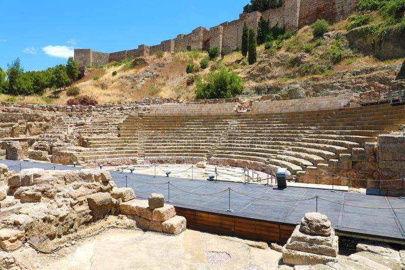 MÁLAGA, ESPAÑA - 12 DE JUNIO DE 2018: Fortaleza de Roman Theater y del árabe del Alcazaba en Málaga, Andalucía, España fotos de archivo