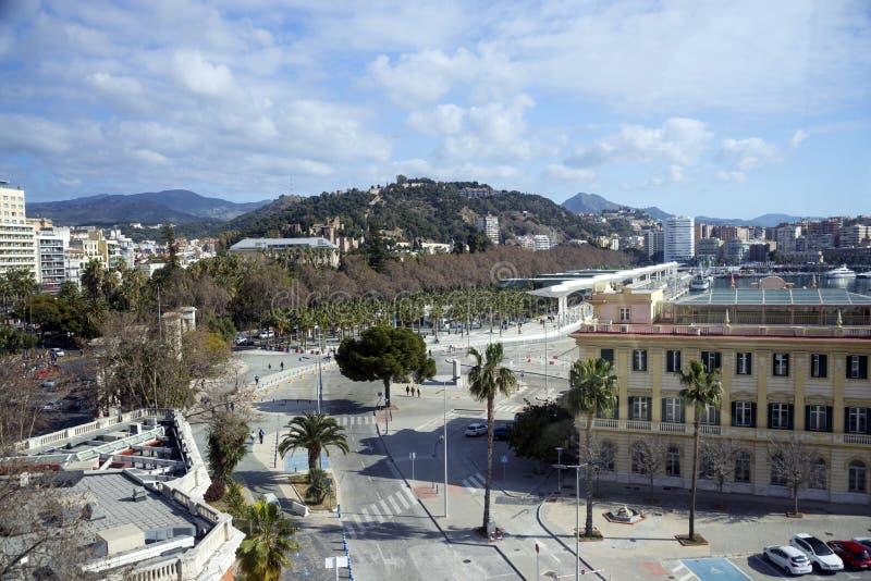 Málaga, España, febrero de 2019 Hermosa vista de la parte histórica de la ciudad de Málaga con una rueda del estudio foto de archivo libre de regalías