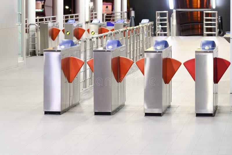 Máquina automática del boleto en la estación de tren fotos de archivo libres de regalías