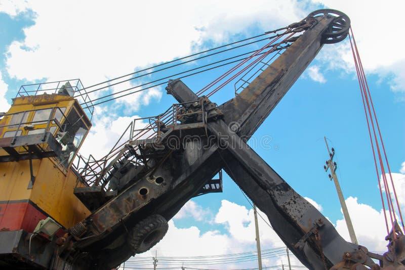 Máquina carbonosa enorme da broca da mina em Tailândia imagens de stock royalty free