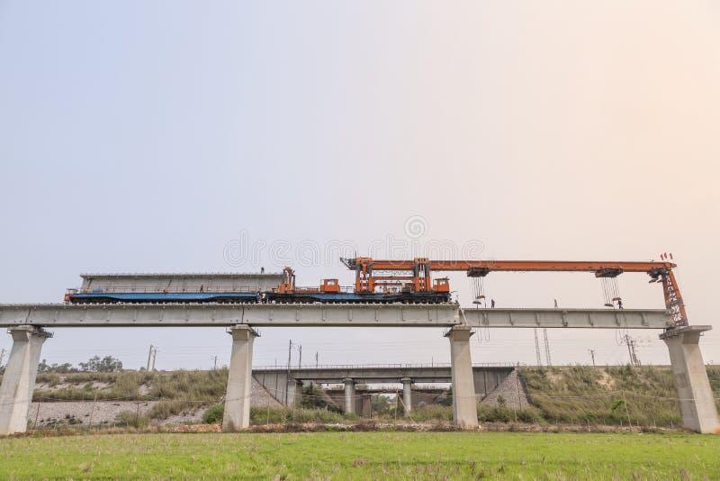 Máquina da ereção da ponte Railway imagem de stock royalty free