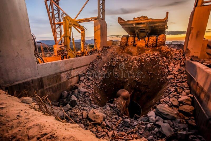 Máquina da mineração e de processamento da platina fotos de stock royalty free
