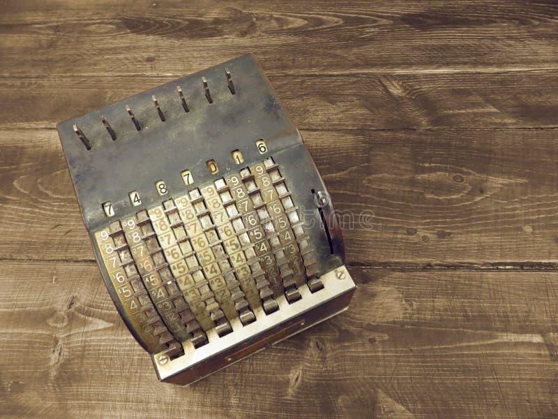 Máquina de adição suja velha fotografia de stock royalty free