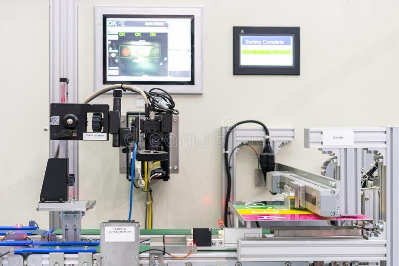 Máquina de alta tecnología de la medición o de la inspección de la visión para conectar o comunicación con el equipo de la unidad foto de archivo libre de regalías