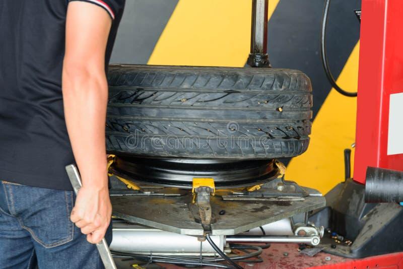 Máquina de borracha do cambiador do pneu da máquina da roda fotografia de stock