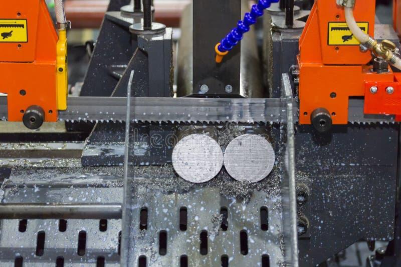 Máquina de corte de alta velocidade da serra de fita e alimentação automática para o elevado desempenho para o uso industrial imagem de stock royalty free