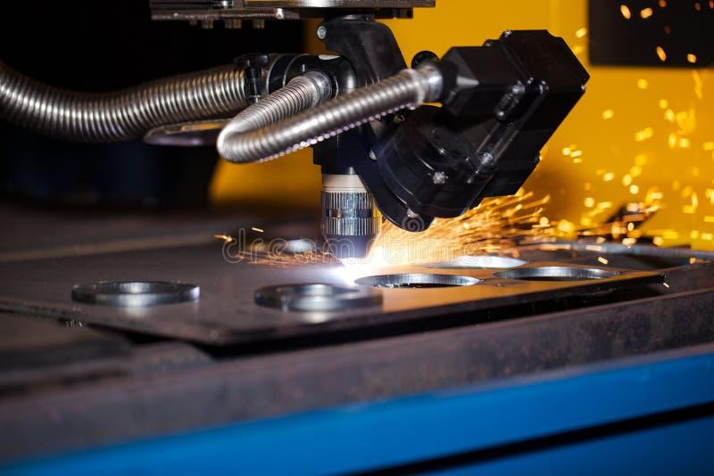 Máquina de corte industrial do plasma do cnc fotografia de stock