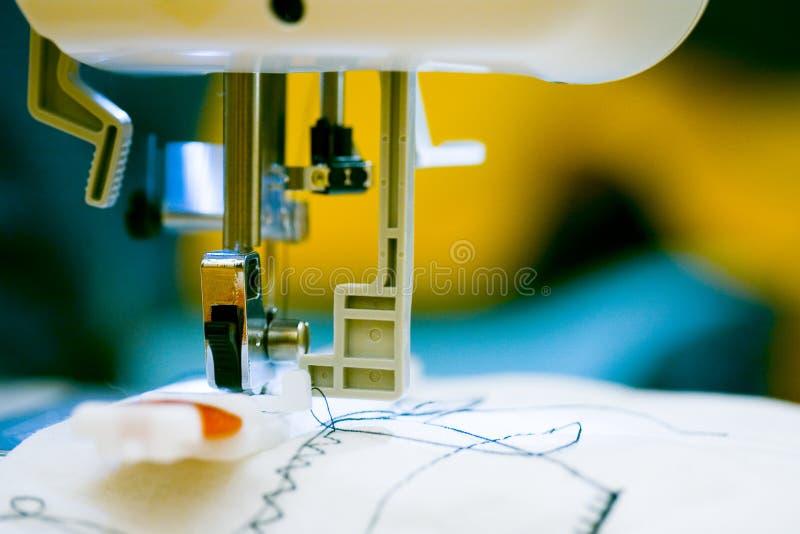 Máquina de coser.   fotografía de archivo