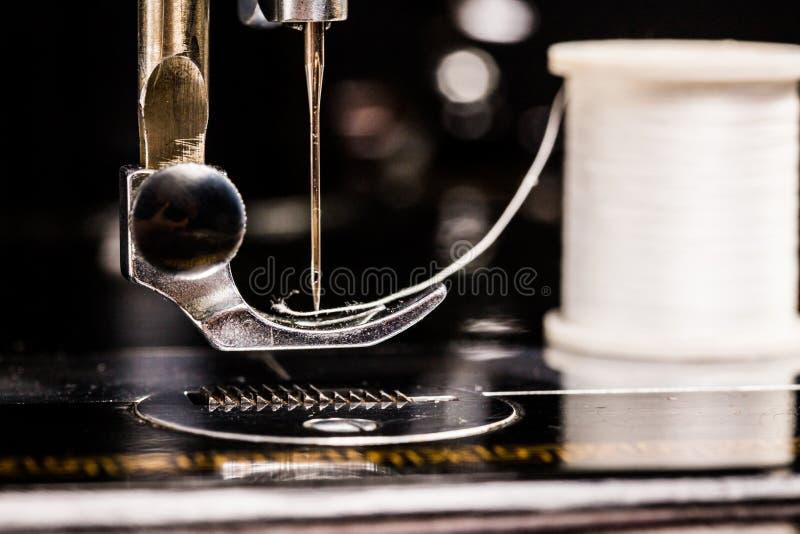 Máquina de coser de la vendimia imagen de archivo libre de regalías