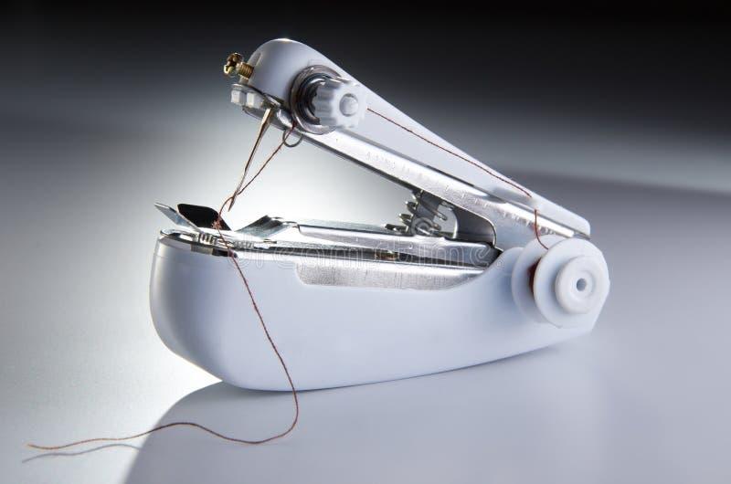 Máquina de coser portable fotografía de archivo libre de regalías