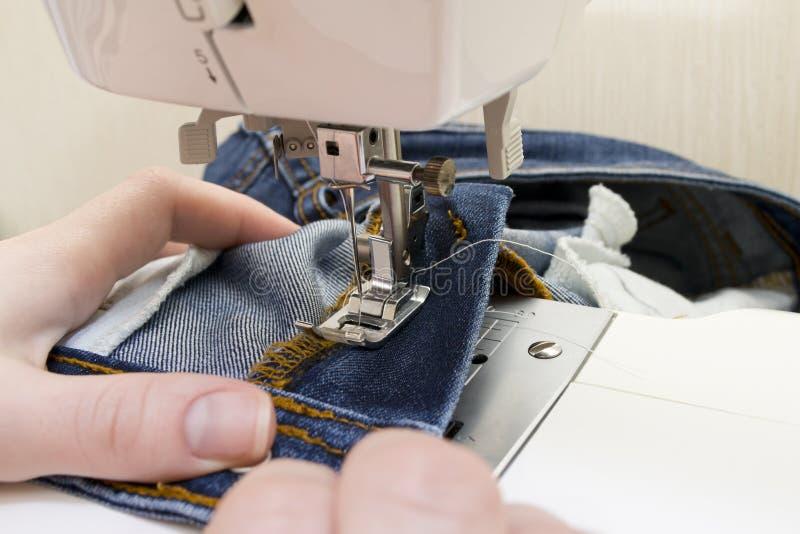 Máquina de costura com agulha fotos de stock