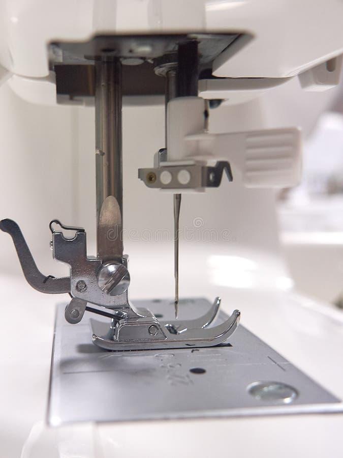 Máquina de costura, a ferramenta de trabalho principal F?brica foto de stock