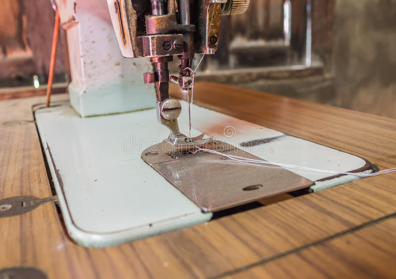Máquina de costura manual do estilo retro clássico foto de stock royalty free