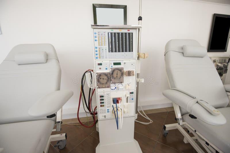 Máquina de diálisis en un centro médico fotografía de archivo