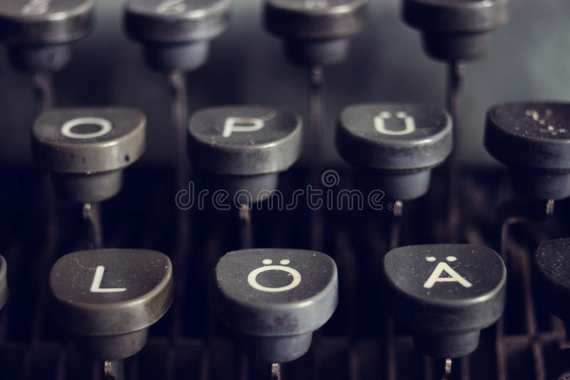 A máquina de escrever alemão fecha velho, vintage foto de stock royalty free