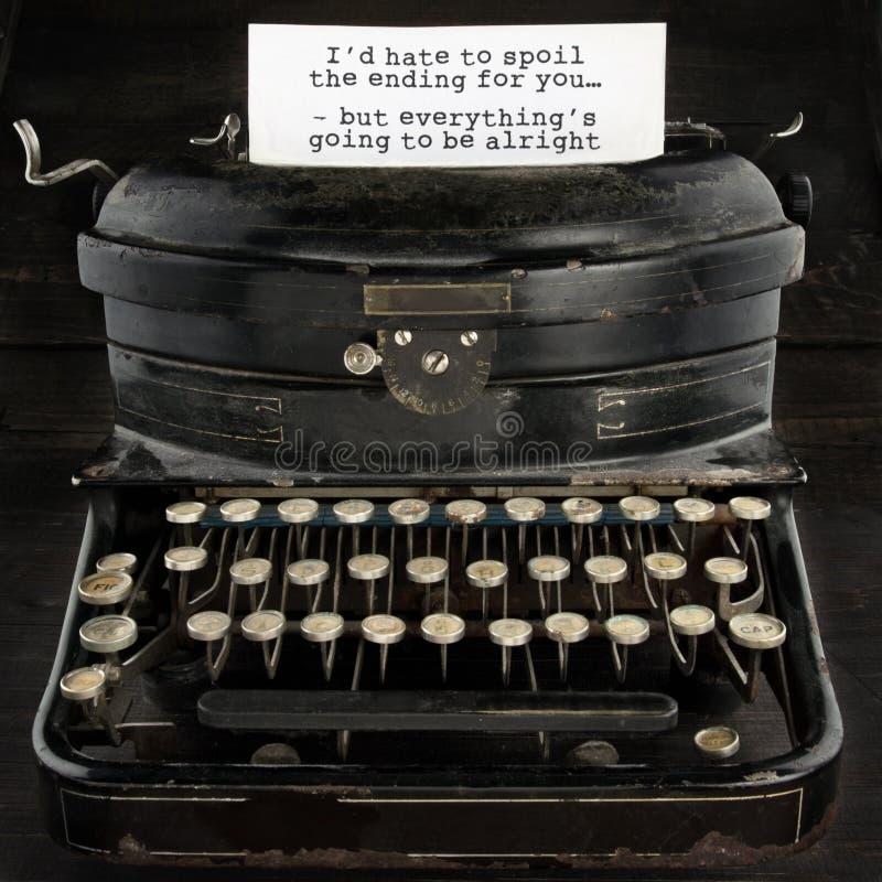 Máquina de escrever antiga velha com texto imagem de stock royalty free