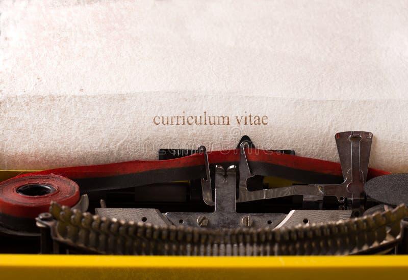 Máquina de escrever do vintage - curriculum vitae imagens de stock royalty free