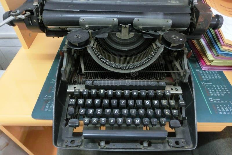Máquina de escrever muito velha foto de stock royalty free