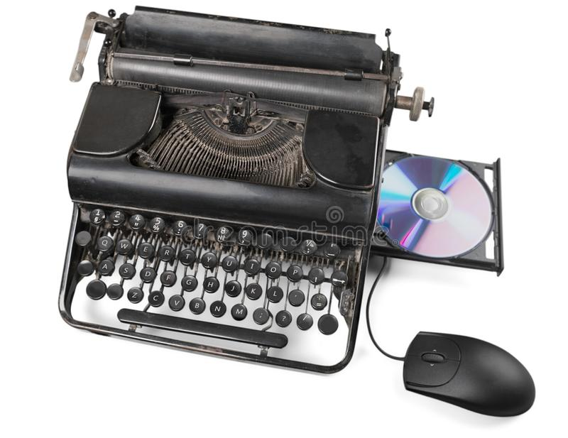 Máquina de escrever velha com o CD no fundo imagem de stock royalty free