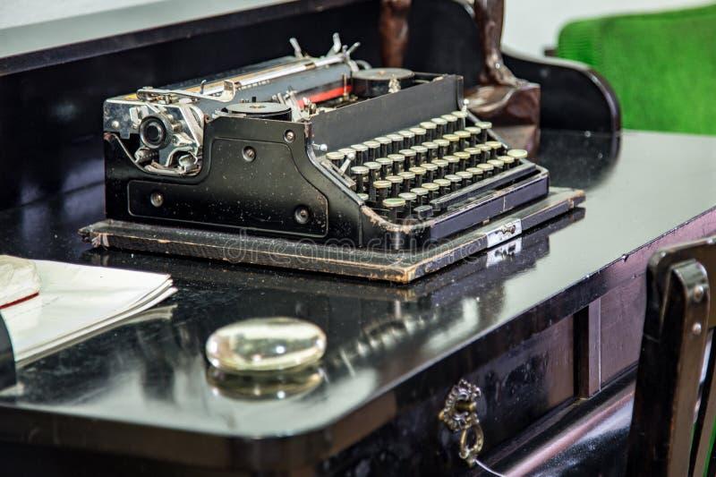 Máquina de escrever velha Do Colonial museu famlily fotografia de stock royalty free
