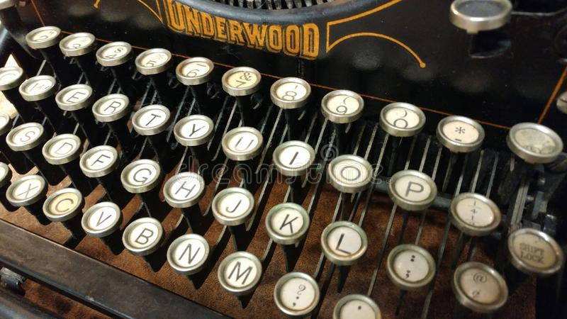Máquina de escrever velha do início do século XX fotografia de stock