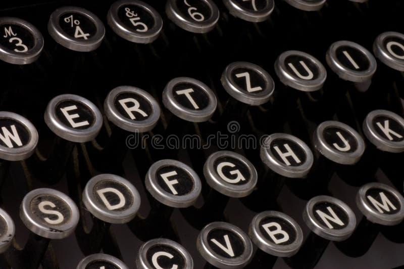 Máquina de escrever velha, texto do fim do prazo imagens de stock