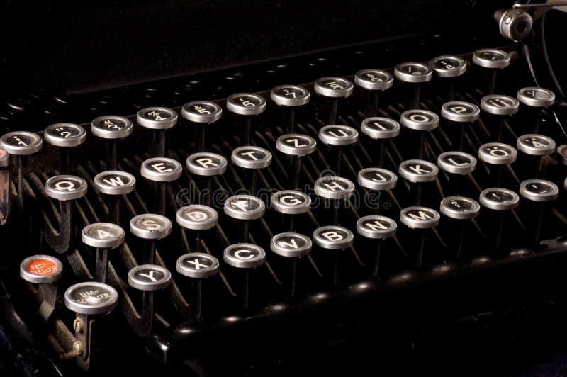 Máquina de escrever velha, texto do fim do prazo fotos de stock
