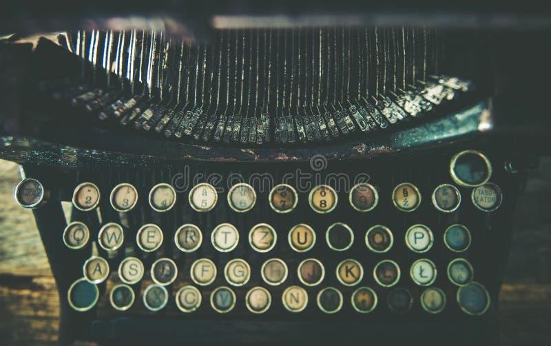 Máquina de escribir envejecida sucia fotos de archivo libres de regalías