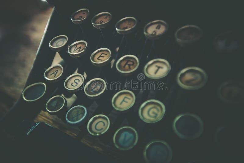 Máquina de escribir vieja oxidada fotografía de archivo libre de regalías