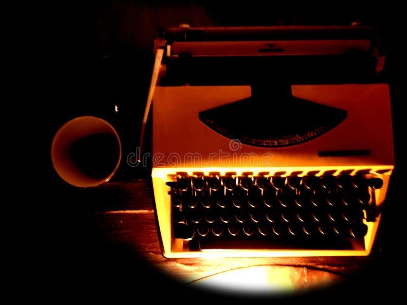 Máquina de escribir y café imagen de archivo libre de regalías