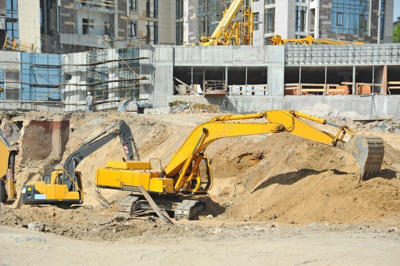 Máquina de excavación en emplazamiento de la obra imagen de archivo