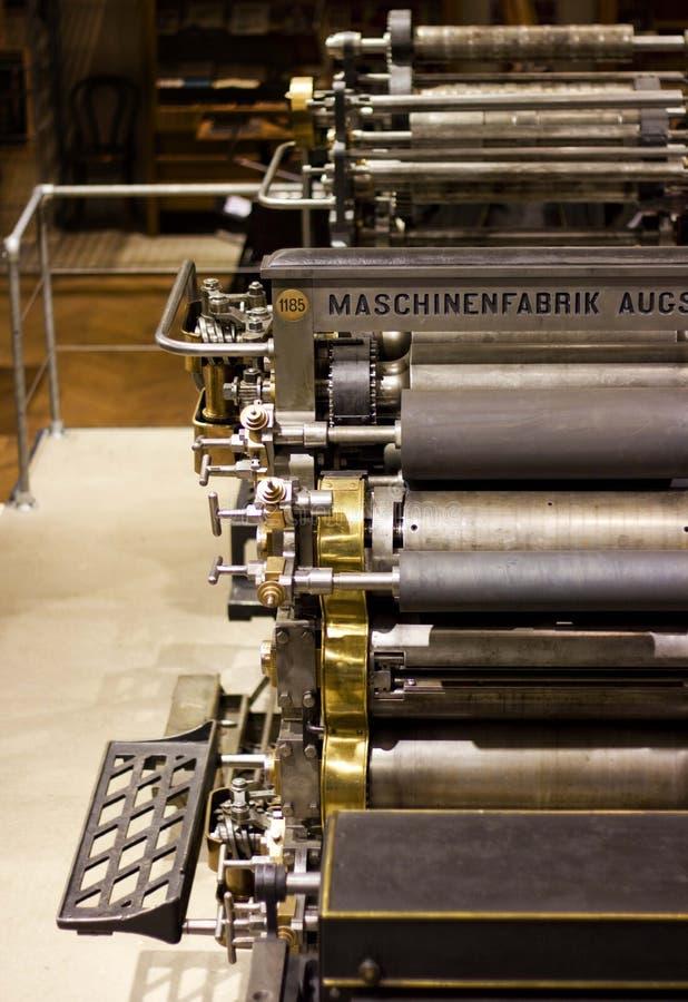 Máquina de impressão deslocada velha foto de stock