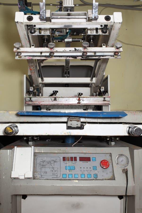 Máquina de impressão velha para a serigrafia imagem de stock
