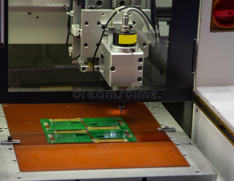 Máquina de la asamblea de la placa de circuito foto de archivo