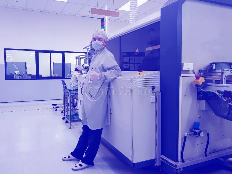 Máquina de la automatización en la fabricación moderna imagen de archivo libre de regalías