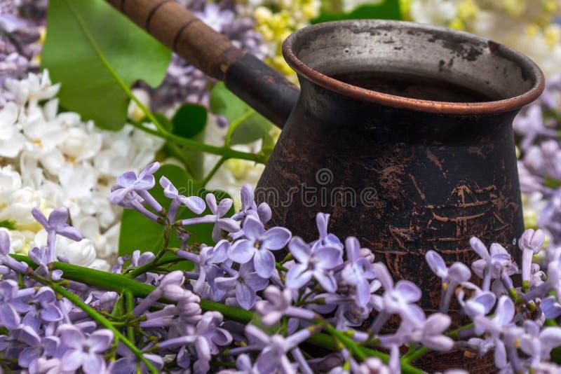 Máquina de la lila y del café foto de archivo
