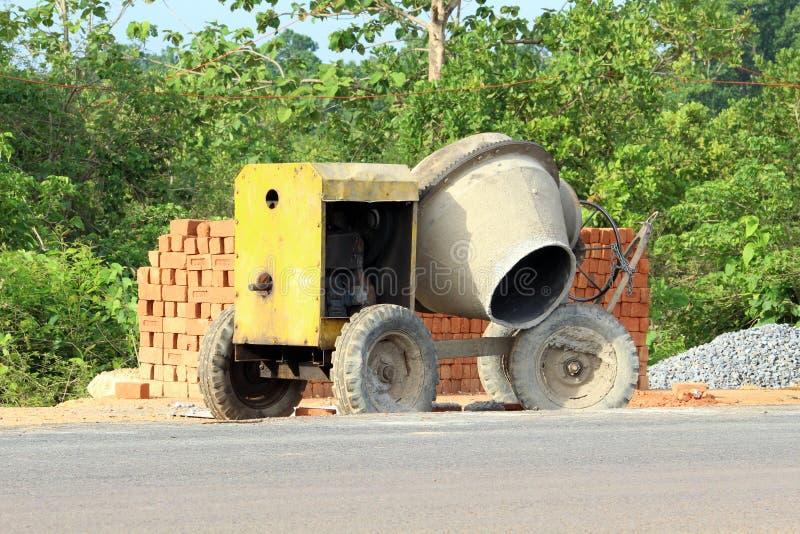 Máquina de la mezcla del cemento fotos de archivo libres de regalías