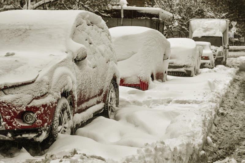 Máquina de la nieve después del nevadas a la calle fotografía de archivo