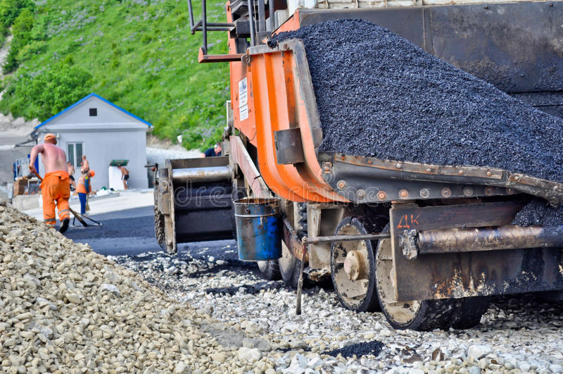 . máquina de la pavimentadora del asfalto imágenes de archivo libres de regalías